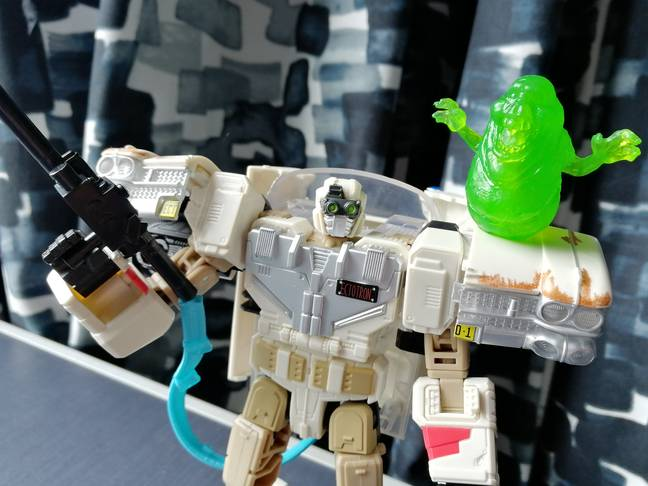 Ectotron in robot mode, with friendly Slimer